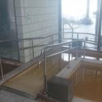 スロープ付きの温泉