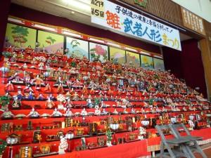 ひな人形の大量展示は圧巻