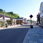 昔風の建物が並ぶ街道