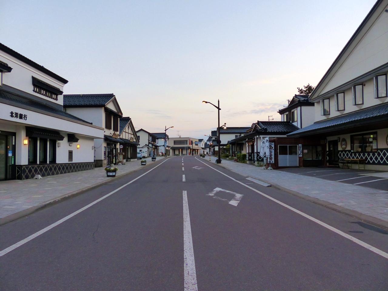 城下町をイメージした建物が並ぶ通り