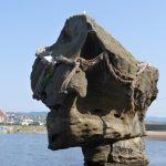 特異な形状の瓶子岩