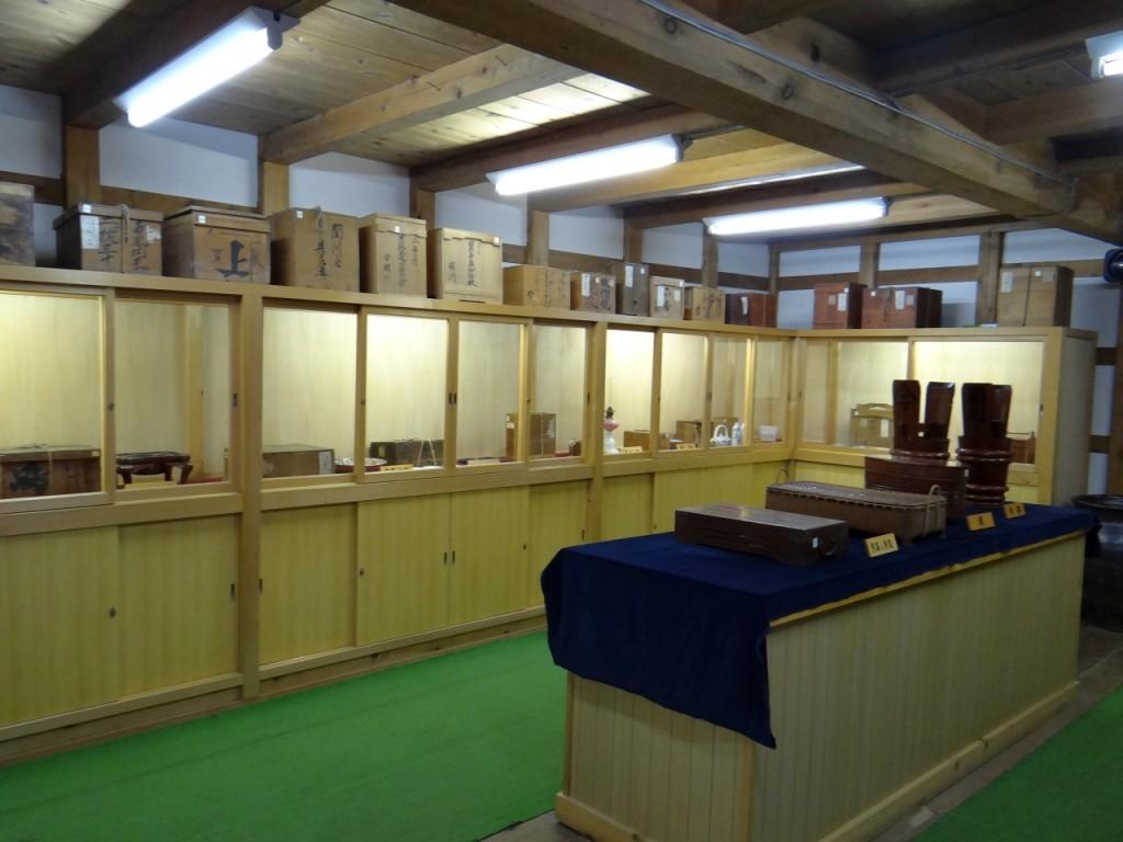 内部は貴重な史料の展示室となっている