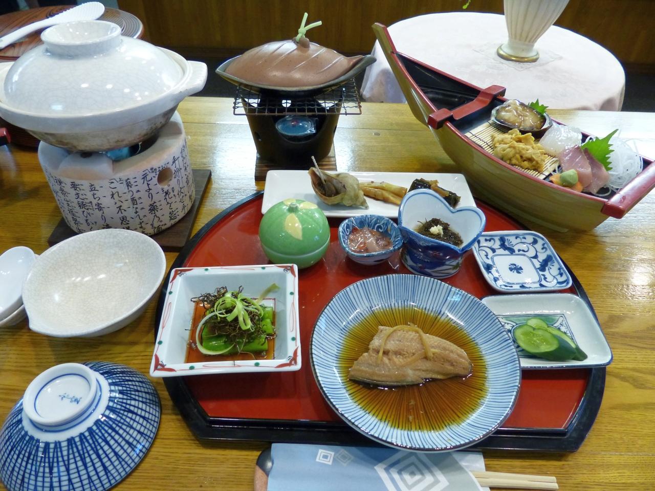 海鮮尽くしの夕食 鍋の中身は空けてのお楽しみ