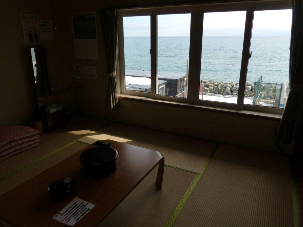 客室からは津軽海峡を見渡せる