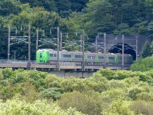 青函トンネルから姿を表した特急白鳥(2016年3月で運行終了)