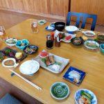 山菜など旬の食材の朝食